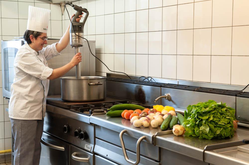 Dans les cuisines de La Compassion à Autun