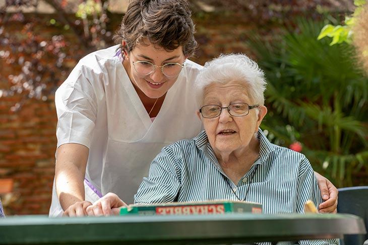 Aide-soignante et résidante