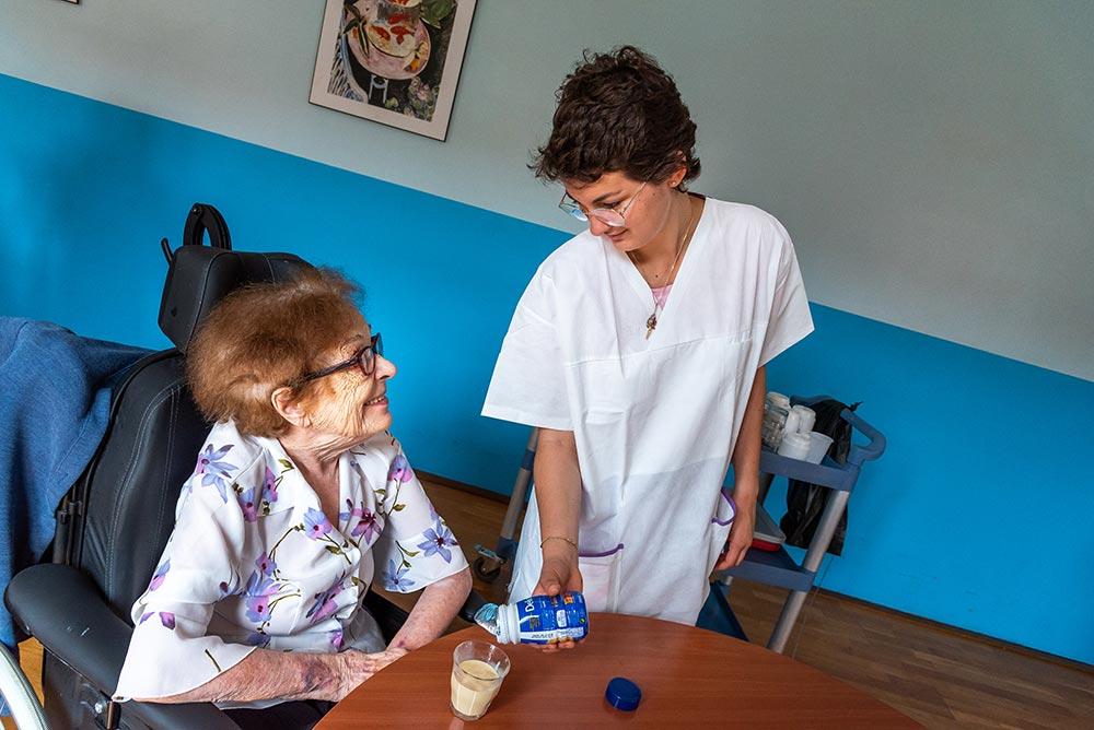 Résidante et aide-soignante